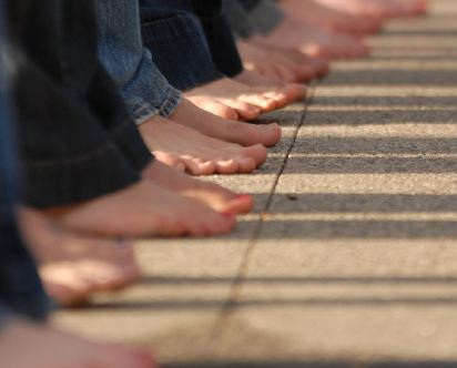 Day Without Shoes : walk a mile in no shoes